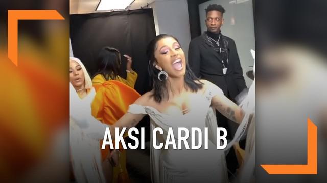Cardi B tampil sensual di panggung Grammy Awards 2019. Usai tampil, ia mendapatkan pila Grammy kategori Best Rap Album lewat album Invason of Privacy miliknya.