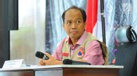Kepala Pusat Data dan Informasi BNPB Sutopo Purwo Nugroho dalam jumpa pers di kantornya, Jakarta, Minggu (17/3). Sutopo memprediksi, jumlah korban akibat banjir Sentani di Jayapura akan terus bertambah dengan berjalannya hari. (Liputan6.com/Angga Yuniar)