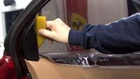 Selain berguna mereduksi sinar matahari yang masuk, lapisan ini juga bisa menahan pecahan kaca masuk ke dalam mobil bila terjadi kecelakaan.