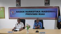 Kepala BNN Riau Brigjen Untung Subagyo memberi penjelasan terkait vidoe viral ribut Satpol PP Pekanbaru dan petugas BNN. (Liputan6.com/M Syukur)