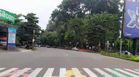Suasana lalu lintas di hari kedua PSBB Bogor. (Liputan6.com/Achmad Sudarno)