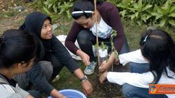 Citizen6, Yogyakarta: Mapala Silvagama bersama anggota Silvagama Green Community melakukan penanaman untuk hutan kota di Stadion Mandala Krida, Yogyakarta. (Pengirim Mapala Silvagama)