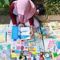 Sudah 17 tahun perjalanan Komunitas 1001 buku membagikan buku bacaan secara gratis dan tentunya hal tersebut tidak akan pernah berhenti. (Fimela.com/Deki Prayoga)