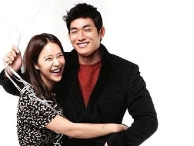 Baek Ji Young jatuh cinta dengan pria yang berumur 10 tahun lebih muda darinya, Jung Suk Won. Walaupun lebih muda, Baek Ji Young mengaku jika suaminya itu sangat bijaksana. (Foto: Soompi.com)