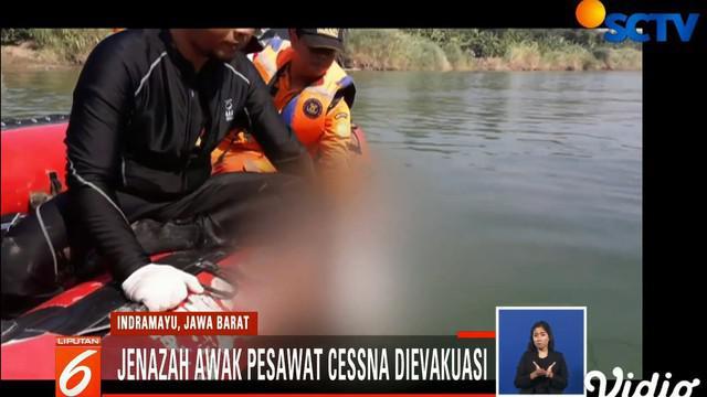 Jasad siswa latih penerbang ini ditemukan sekitar 50 meter dari titik awal jatuhnya pesawat yang diawaki dua siswa latih tersebut.