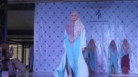 Desainer busana muslim Ria Miranda meluncurkan koleksi baru bertajuk Aksara yang mengadopsi Hanacaraka (Liputan6.com/ Switzy Sabandar)