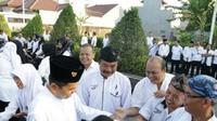 Staf Pemkab Purwakarta yang membolos di hari pertama masuk kerja setelah Lebaran bakal dikenai potongan tunjangan Rp 500 ribu. (Liputan6.com/Abramena)