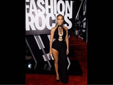 Jennifer Lopez tampil superseksi di acara Fashion Rocks, New York, (9/9/14). (Larry Busacca/Getty Images for Three Lions Entertainment/AFP)