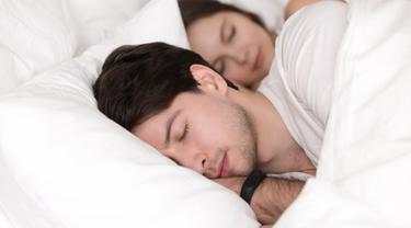 Tidur dengan Pasangan