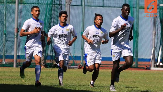 Persib Bandung bersiap menghadapi Arema FC. (Bola.com/Erwin Snaz)#source%3Dgooglier%2Ecom#https%3A%2F%2Fgooglier%2Ecom%2Fpage%2F%2F10000