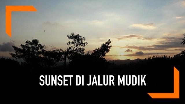 Jika kebetulan melintas di jalur perbatasan Banyuwangi-Jember, Jawa Timur. Ada sebuah rest area di pinggir jalur mudik Gunung Gumitir yang mungkin cocok untuk beristirahat. Terdapat beberapa wahana secara gratis dan yang paling menarik adalah menikma...