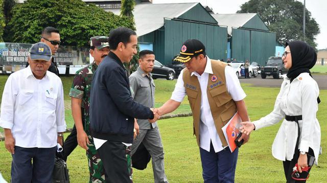Presiden Jokowi dan Kepala BNPB Doni Monardo, Minggu (5/1/2020).