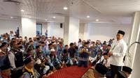 Menteri Agama (Menag) Lukman Hakim Saifuddin bersama jemaah haji di Makkah. Bahauddin/MCH