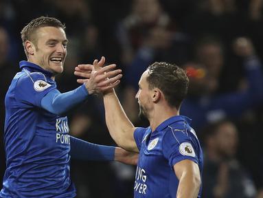 Selebrasi pemain Leicester City, Jamie Vardy usai membobol gawang Sunderland pada lanjutan Premier League di King Power Stadium, Leicester, Selasa (4/4/ 2017) Waktu setempat. Leicester menang 2-0. (Mike Egerton/PA via AP)