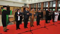 10 pejabat Pemkot Surabaya dilantik untuk menjadi Pembina dan Pengawas Yayasan Kas Pembangunan Kota Surabaya (Foto: Liputan6.com/Dian Kurniawan)