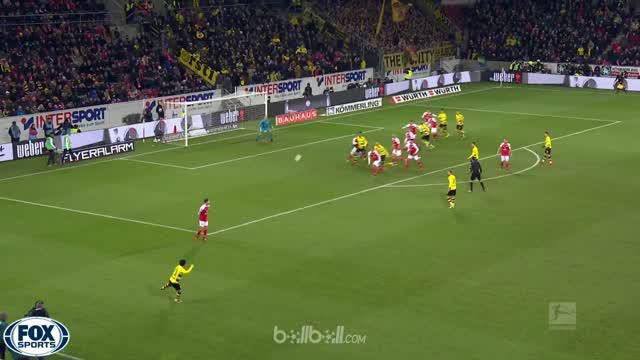 Video highlights Bundesliga antara Mainz Vs Borussia Dortmund yang berakhir dengan skor 0-2. This video is presented by Ballball.