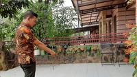 Penemuan induk ular kobra di Perumahan Anggrek 2 Grand Depok City, Kecamatan Cilodong, Depok, Jawa Barat menghebohkan warga. (Liputan6.com/Ady Anugrahadi)