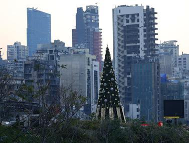 Pohon Natal Dengan Daftar Nama Korban Ledakan di Beirut