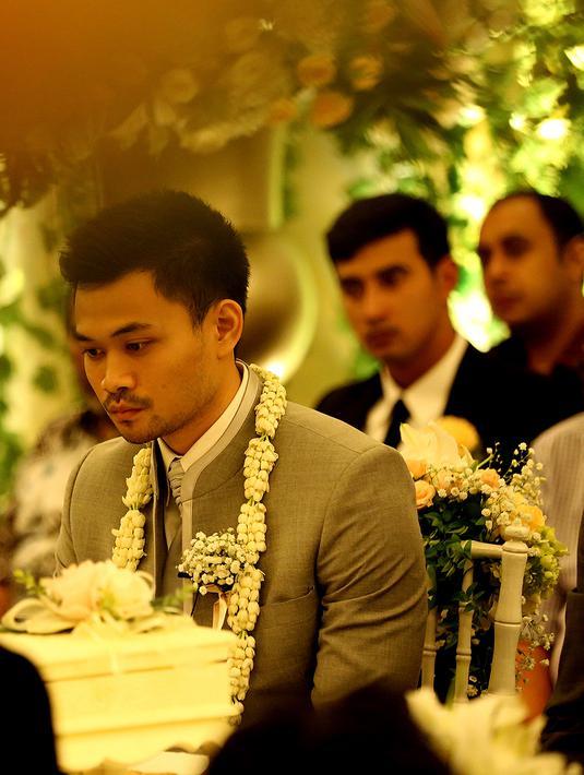 Inilah lelaki yang berhasil mengambil hati pesinetron cantik Nabila Syakieb, Reshwara Argya Radinal. Ia mengucap janji suci ijab kabul dengan bahasa Arab pada pukul 10:35 WIB di Hotel Ritz Carlton, Mega Kuningan, Jakarta. (Fathan Rangkuti/Bintang.com)