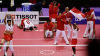 Timnas takraw Indonesia merayakan kemenangan atas Jepang saat bertanding di final Asian Games 2018 di Palembang, Sabtu (1/9). Indonesia menaklukkan Jepang dan berhak atas medali emas. (AP Photo/Vincent Thian)