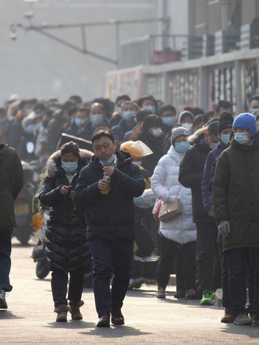 FOTO: Antrean Warga Beijing untuk Tes COVID-19 Massal