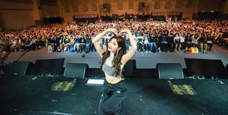 Suzy merupakan salah satu idol Korea Selatan yang gemar berdonasi. Dan baru-baru ini, ia mengungkapkan alasan mengapa ia rajin untuk membantu orang yang memerlukan. (Foto: instagram.com/skuukzky)