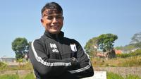Alan Haviluddin, pelatih kiper Persipura. (Bola.com/Iwan Setiawan)
