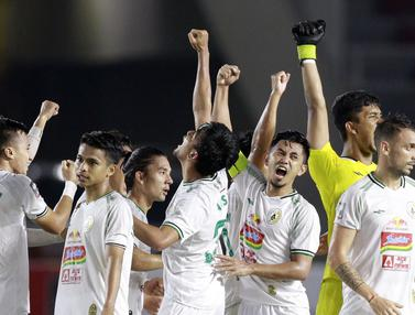 FOTO: Jadi Juara Ketiga, 10 Pemain PS Sleman Hajar PSM Makassar 2-1