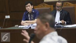 Mantan Presdir PT Agung Pomoro Land, Ariesman Widjaja menyimak keterangan Aguan saat bersaksi di Pengadilan Tipikor terkait kasus suap pembahasan Raperda tentang Reklamasi Pantai Utara Jakarta, Rabu (27/7). (Liputan6.com/ Immanuel Antonius)