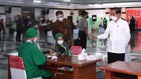 Presiden Joko Widodo atau Jokowi meninjau vaksinasi Covid-19 untuk para pelayan publik di Jawa Tengah, Rabu (10/3/2021). (Foto: Biro Pers Sekretariat Presiden)