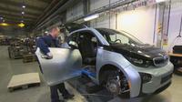 Sekira 95 persen dari mobil BMW i3 dan i8 dapat didaur ulang dan hasilkan lembaran carbon-fiber-reinforced polymer (CFRP) yang sangat kuat (Foto: BMW Blog).