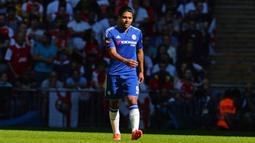 2. Radamel Falcao – Dipinjam dari Manchester United dengan harapan mampu memberikan penampilan terbaiknya bersama Chelsea. Namun striker andalan timnas Kolombia ini gagal menunjukan ketajamannya sehingga sering dibangku cadangkan. (AFP/Glyn Kirk)