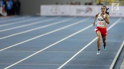Pelari Indonesia Triyaningsih berlari mencapai garis finis dalam cabang olahraga atletik nomor lari 10 km putri SEA Games 2017 di Stadion Nasional Bukit Jalil, Kuala Lumpur, Malaysia, Kamis (24/8). (Liputan6.com/Faizal Fanani)