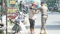 Satgas Penanganan Covid-19 Provinsi Jabar saat melakukan operasi yustisi di kawasan Bandung raya bersama TNI/Polri, satgas kabupaten/kota. (Foto: Satpol PP Jabar)