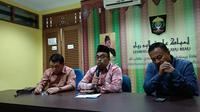 Ketua Lembaga Adat Melayu Riau (LMAR) Bidang Agama Islam, Gamal Abdul Nasir saat menyampaikan keterangan pers terkait kasusu penghinaan Ustaz Abdul Somad. (Liputan6.com/M Syukur)
