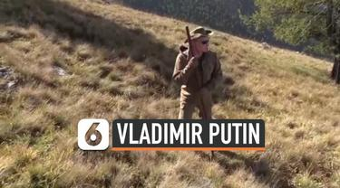 Presiden Rusia Vladimir Putin berulang tahun ke-67. Putin merayakannya dengan mendaki pegunungan di Siberia ditemani menteri pertahanan Rusia.