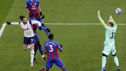 Tottenham Hotspur berhasil menang dengan skor telak 4-1. Gareth Bale dan Harry Kane masing-masing memborong dua gol. (Julian Finney/Pool via AP)