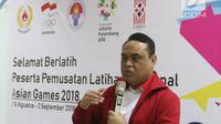 CdM Asian Games 2018 Komjen Pol Syafruddin memberi sambutan saat mengunjungi pelatnas cabor Bridge di Wisma PKBI, Jakarta, Rabu (25/4). Kunjungan tersebut untuk memantau persiapan jelang laga di Asian Games 2018. (Liputan6.com/Arya Manggala)