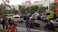 Kecelakaan beruntun di Jalan CBD Bintaro sektor 7, Kecamatan Pondok Aren, Kota Tangerang Selatan, Jumat (6/9/2019) sore. (Liputan6.com/Pramita Tristiawati)