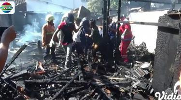 Kebakaran ini dipicu meledaknya tabung gas akibat kompor yang dibiarkan menyala.
