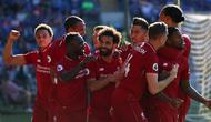 Selebrasi pemain Liverpool dari gol yang dicetak Wijnadum pada laga lanjutan Premier League yang berlangsung di Stadion Millenium, Cardiff, Minggu (21/4). Liverpool menang 2-0 atas Cardiff City. (AFP/Geoff Caddick)