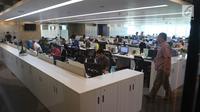 Suasana ruang kerja di Plaza Mandiri, Jakarta, Jumat (26/10). Bank Mandiri masuk dalam top 11 tempat bekerja terbaik dari 2000 perusahaan terbuka terbesar global. (Liputan6.com/Angga Yuniar)