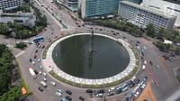 Pemandangan gedung bertingkat di kawasan Bundaran HI, Jakarta, Kamis (14/3). Bank Indonesia (BI) memprediksi pertumbuhan ekonomi Indonesia pada tahun 2019 akan berada di kisaran 5-5,4 persen. (Liputan6.com/Angga Yuniar)