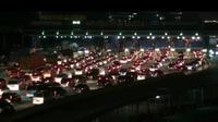 Antrean kendaraan di Gerbang Tol Cikarang, Kamis (13/4/2017) malam. (Liputan6.com/Fernando Purba)