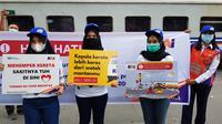 Sejumlah wanita di Medan sosialisasi keselamatan berlalu lintas di perlintasan sebidang kereta api
