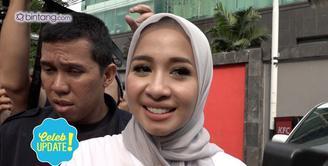 Laudya Cynthia Bella kabarnya sudah melaksanakan lamaran dengan keponakan Jusuf Kala, namun ia enggan menjawab kabar tersebut.