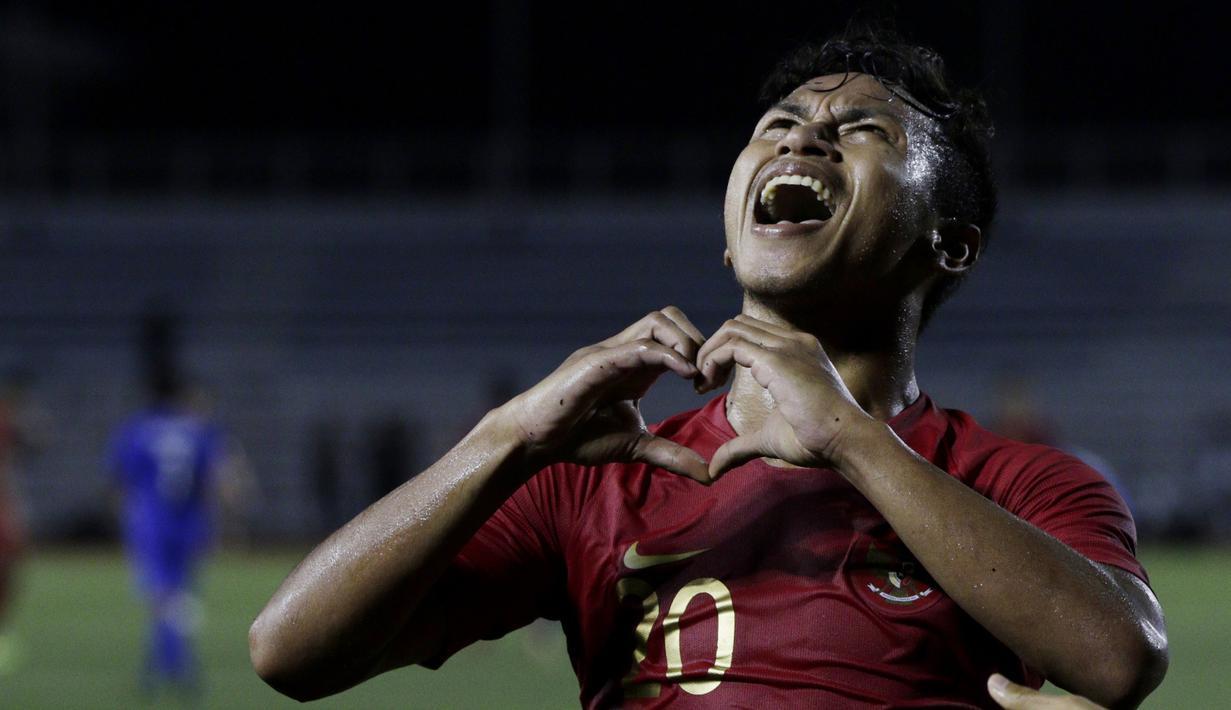 Gelandang Timnas Indonesia U-22, Osvaldo Haay, merayakan gol yang dicetaknya ke gawang Thailand pada laga SEA Games 2019 di Stadion Rizal Memorial, Manila, Selasa (26/11). Indonesia menang 2-0 atas Thailand. (Bola.com/M Iqbal Ichsan)