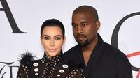Sumber yang merupakan orang terdekat Kim juga mengatakan, kini Kim sudah menetapkan tak adanya hubungan seks di dalam rumah tangga. Namun Kanye tetap berusaha dan mengharapkan datangnya keajaiban. (AFP)
