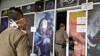 Satpol PP Kota Bandung menggelar razia ke sejumlah warung internet (warnet) dan rental Play Station (PS), Senin (23/3/2020). Razia ini sebagai upaya memutus mata rantai penyebaran virus Corona. (Humas Kota Bandung)