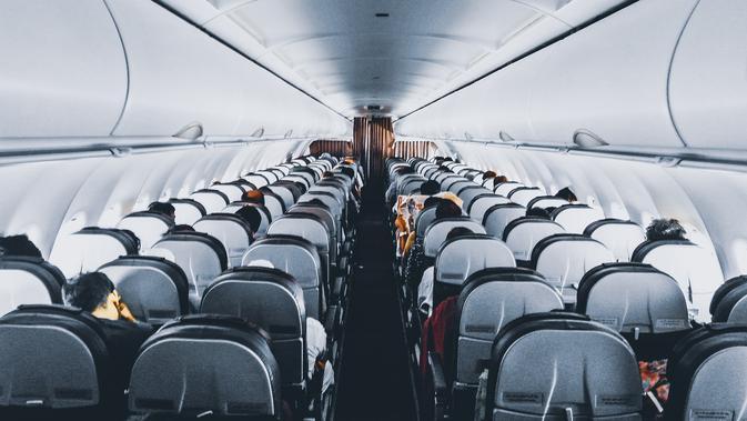 Ilustrasi pesawat terbang. (dok. pexels.com/Asnida Riani)